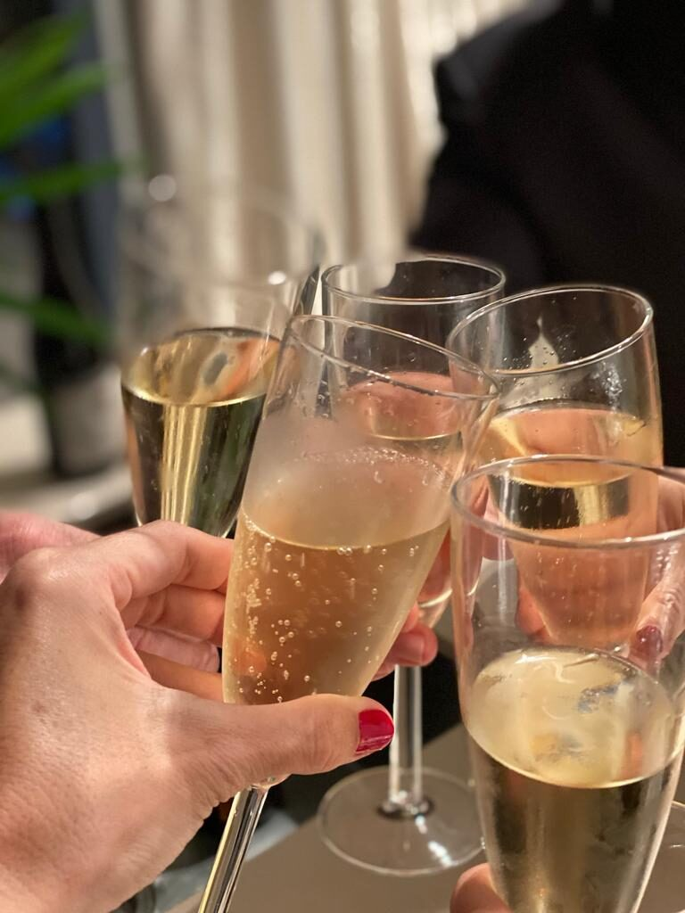 5 champagne flutes